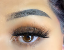 Load image into Gallery viewer, Girly Lashes - Model N34