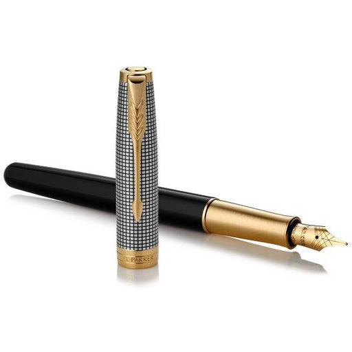 Parker Sonnet 18k Fountain Pen Black Silver Cisele w/Gold Trim
