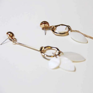 Asymmetric Shell Detailed Metal Earring - Sswing Lifestyle Company