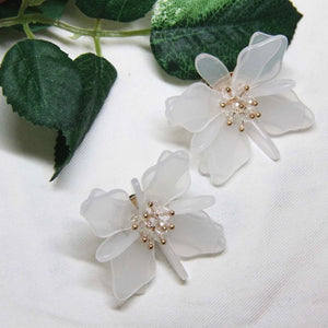 Anti-allergy Crystal Clear Floral Earring - Sswing Lifestyle Company