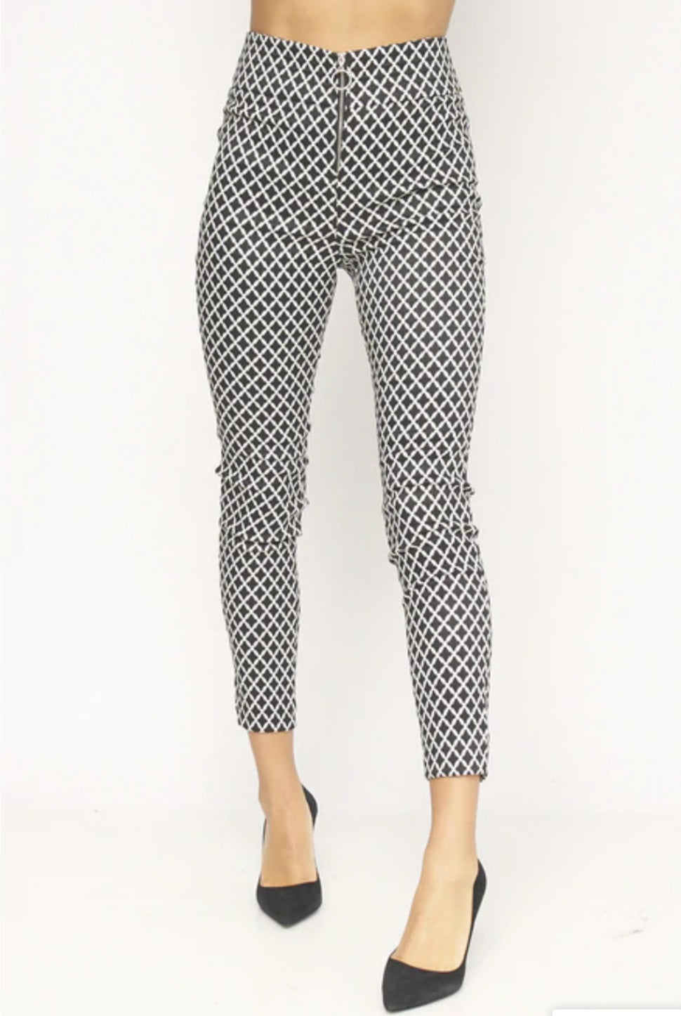 Women's Black/White Diamond Print Skinny Leg Pants - Lookeble