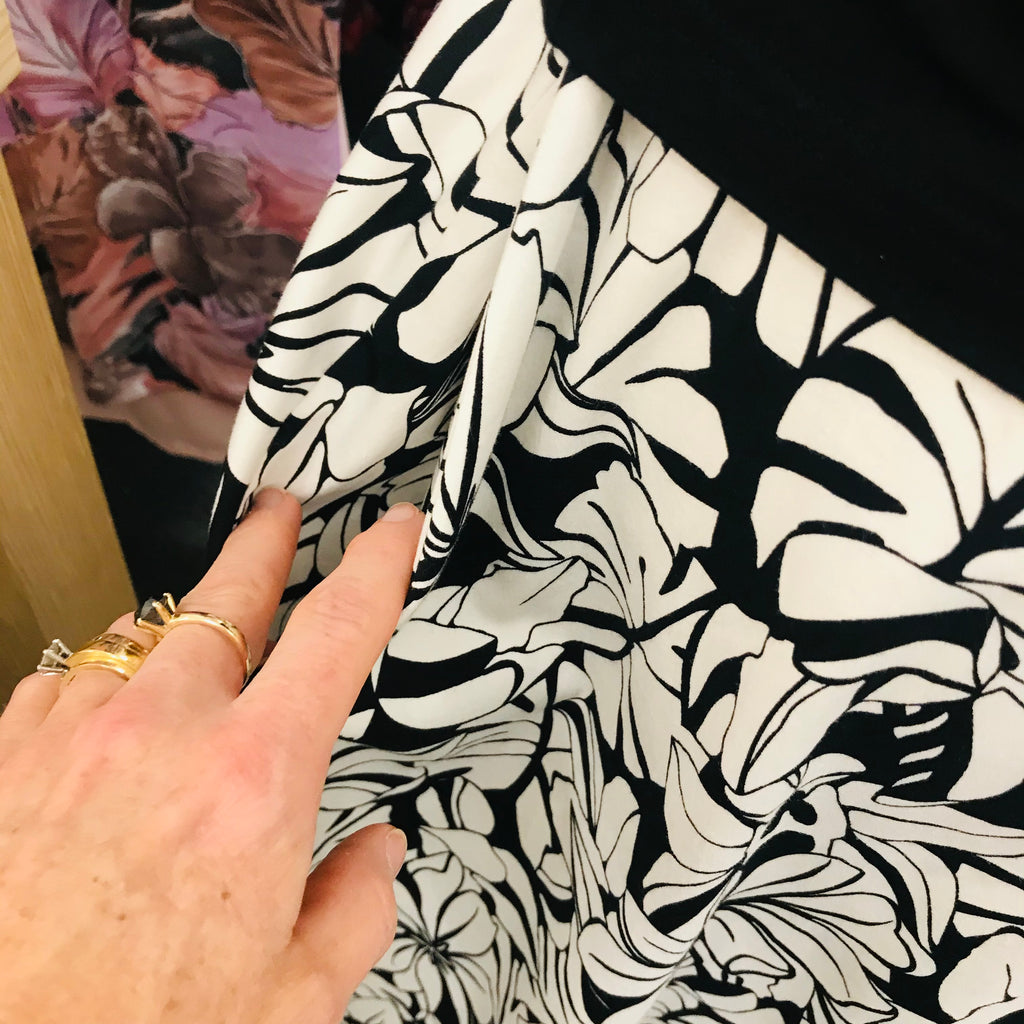 Black and White Hawaiian Floral Skirt