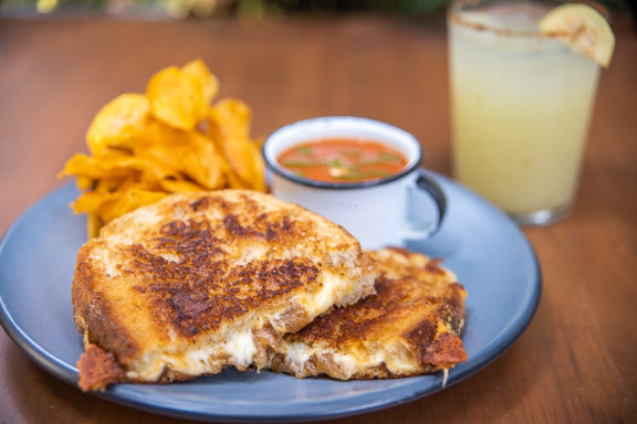 Grilled Cheese + Sopa de Tomate