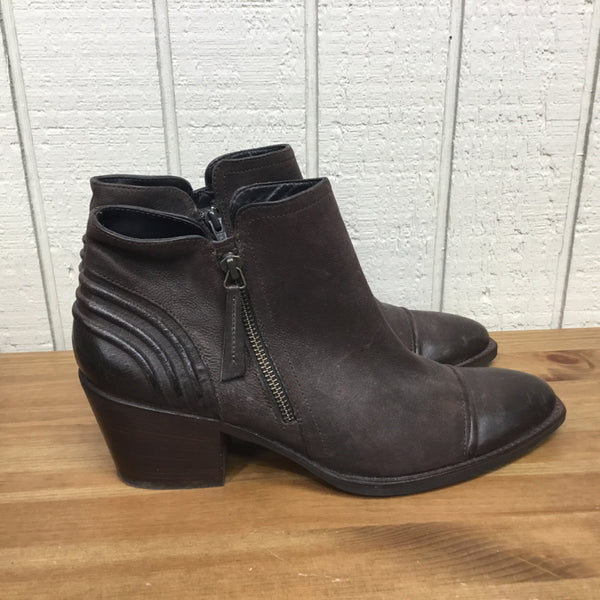 Shoe Size 9.5 Paul Green Brown Booties