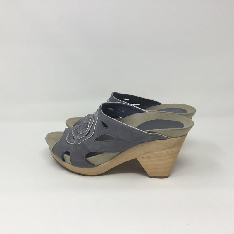 Earthies Shoe Size 6.5 Gray Sandals