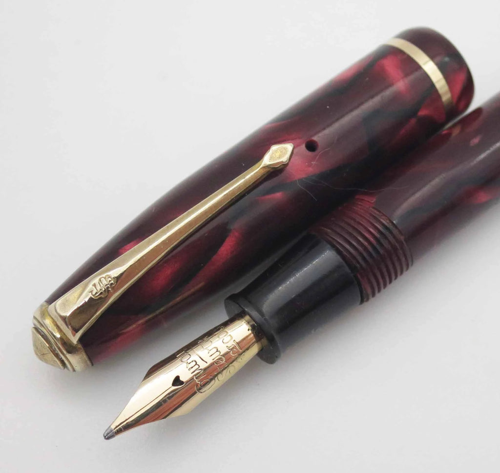 Vintage Conway Stewart DINKIE 550 Marbled Burgundy Fountain Pen 14k Gold Nib - Grand Vision Pens UK