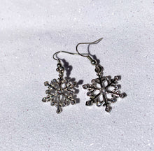 Load image into Gallery viewer, DROP2 SNOWFLAKE EARRINGS - SEL411