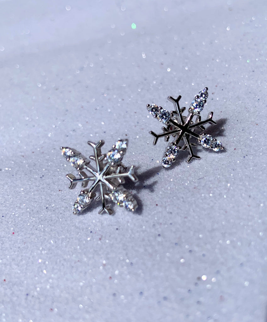 SILVER SNOWFLAKE EARRINGS W/- 8 STONES -SXE437