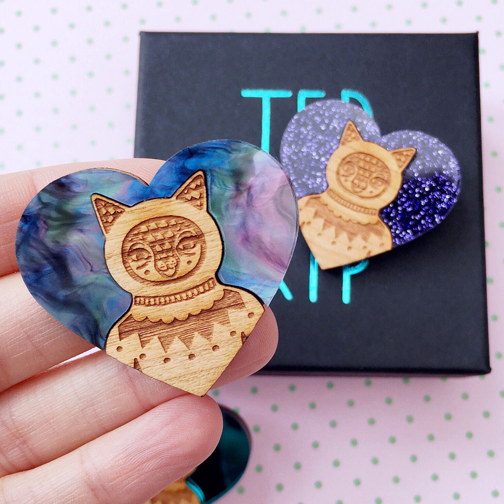 Cat brooch (Acrylic & Wood)