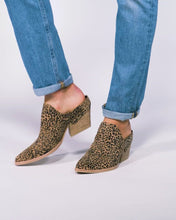 LINDSY MULES IN TAN/BLACK DUSTED LEOPARD SUEDE