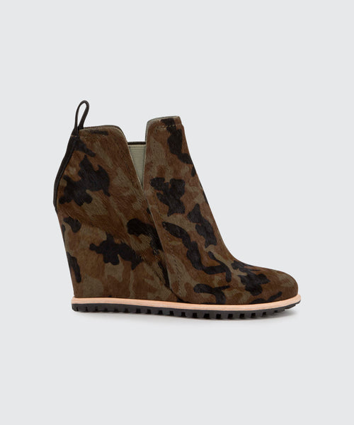 GIANNI BOOTIES IN CAMO -   Dolce Vita