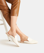 HALEE FLATS IN WHITE EMBOSSED LIZARD -   Dolce Vita