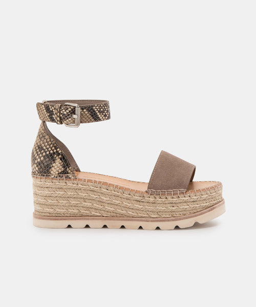 LARITA WIDE SANDALS IN TAUPE MULTI -   Dolce Vita