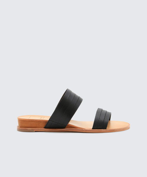PAIS SANDALS IN BLACK -   Dolce Vita