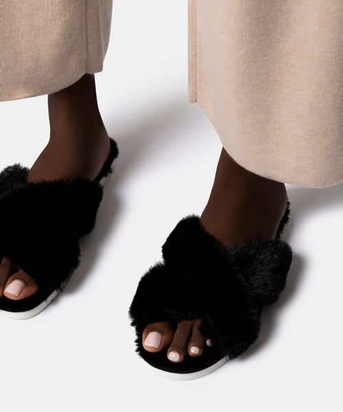 PILLAR SLIPPERS IN BLACK FAUX FUR -   Dolce Vita