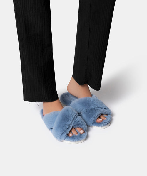 PILLAR SLIPPERS IN SKY BLUE FAUX FUR -   Dolce Vita