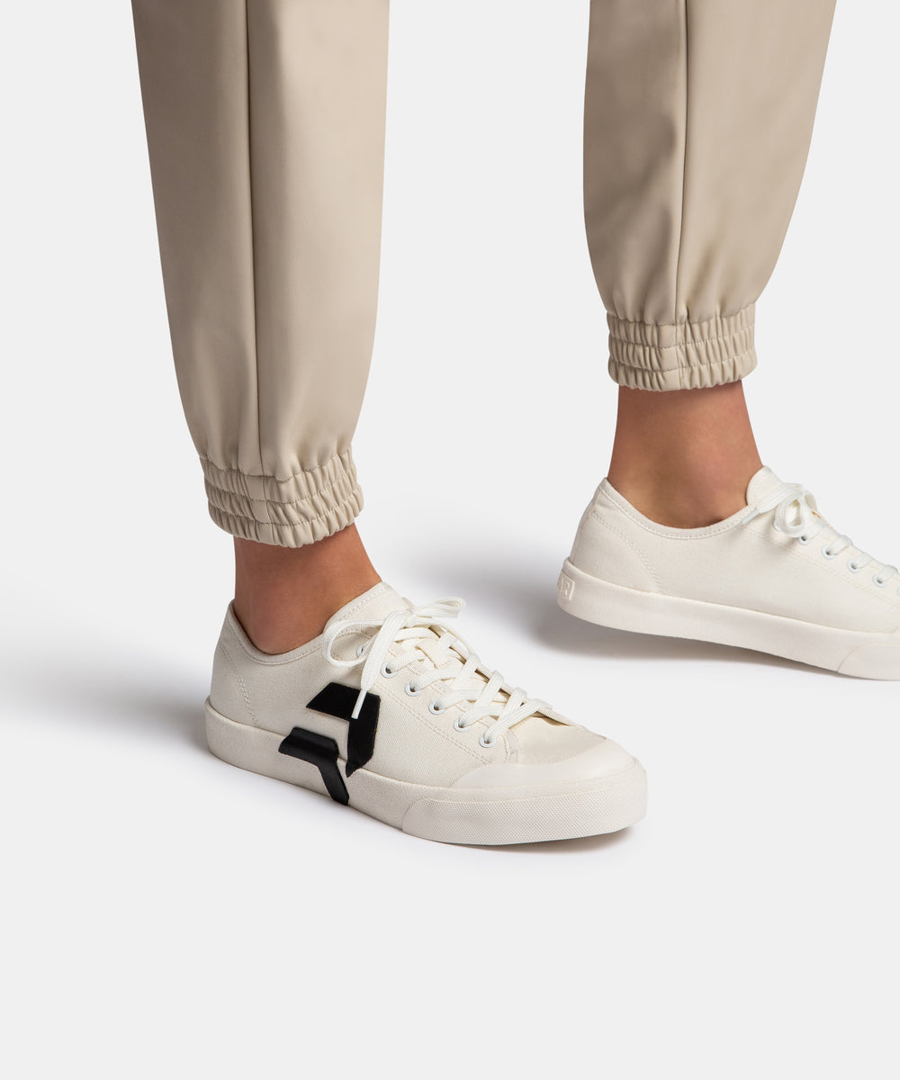 BRYTON SNEAKERS IN WHITE/BLACK CANVAS