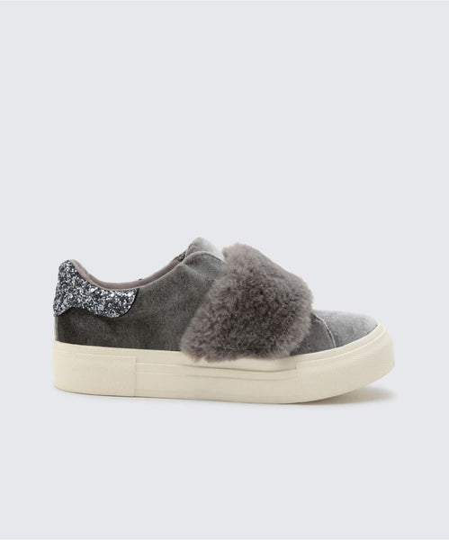 CAISI SNEAKERS IN SLATE -   Dolce Vita
