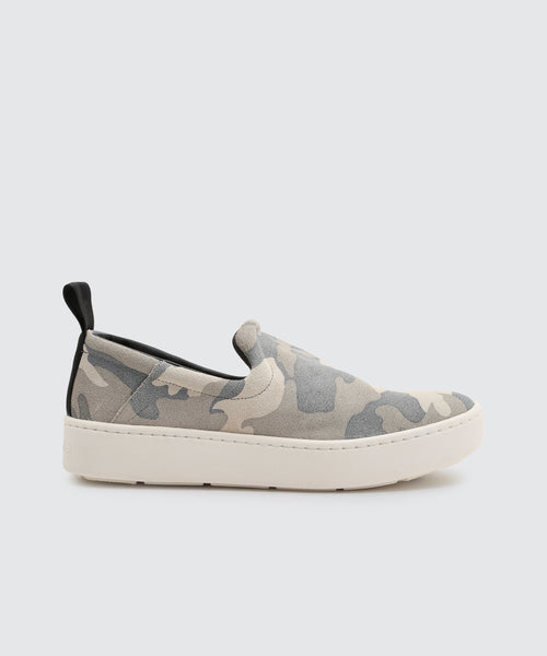 TAG SNEAKERS IN CAMO -   Dolce Vita