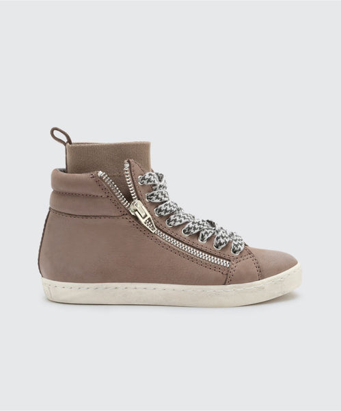 ZANDA SNEAKERS IN SMOKE -   Dolce Vita