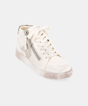 ZONYA SNEAKERS IN WHITE -   Dolce Vita