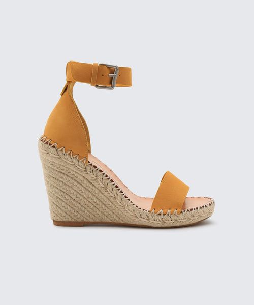 NOOR WEDGES IN HONEY -   Dolce Vita