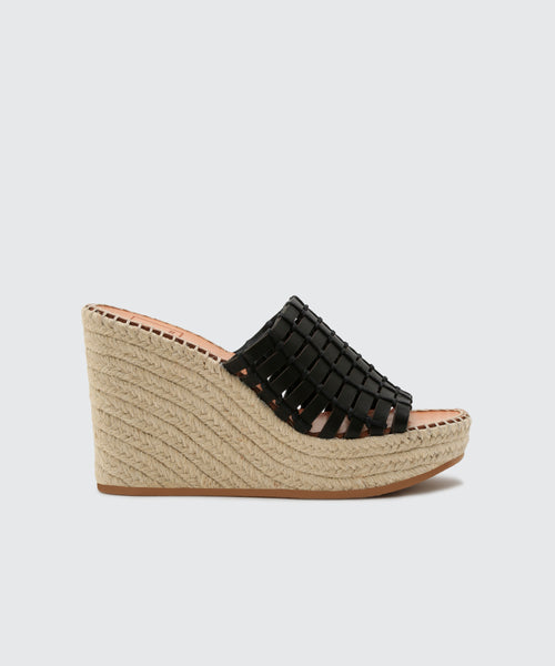 PRUE WEDGES IN BLACK -   Dolce Vita