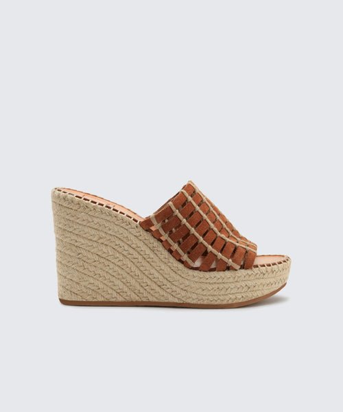 PRUE WEDGES IN BROWN -   Dolce Vita
