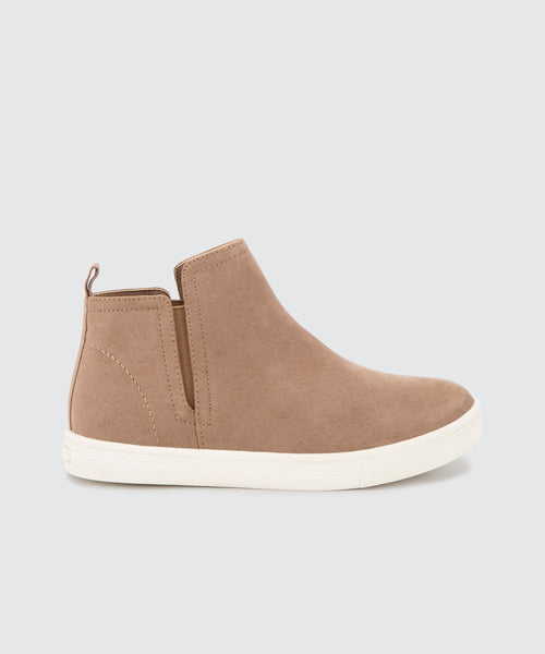 ZOOEY SNEAKERS IN ALMOND -   Dolce Vita