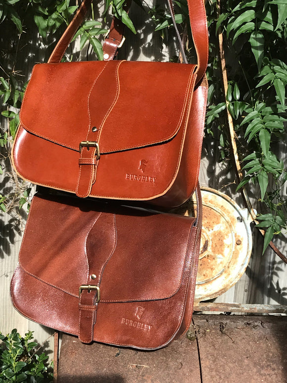 The Fairford by Burghley Bags is a leather handbag in the saddlebag design. It can be worn as a shoulder bag or cross body bag and is available in light brown and dark brown.