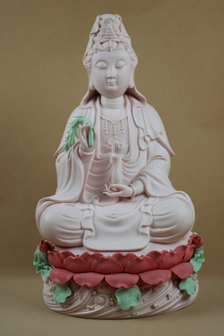 Statue Guanyin Assise Sur Lotus Rose