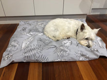 Load image into Gallery viewer, Dog Bed