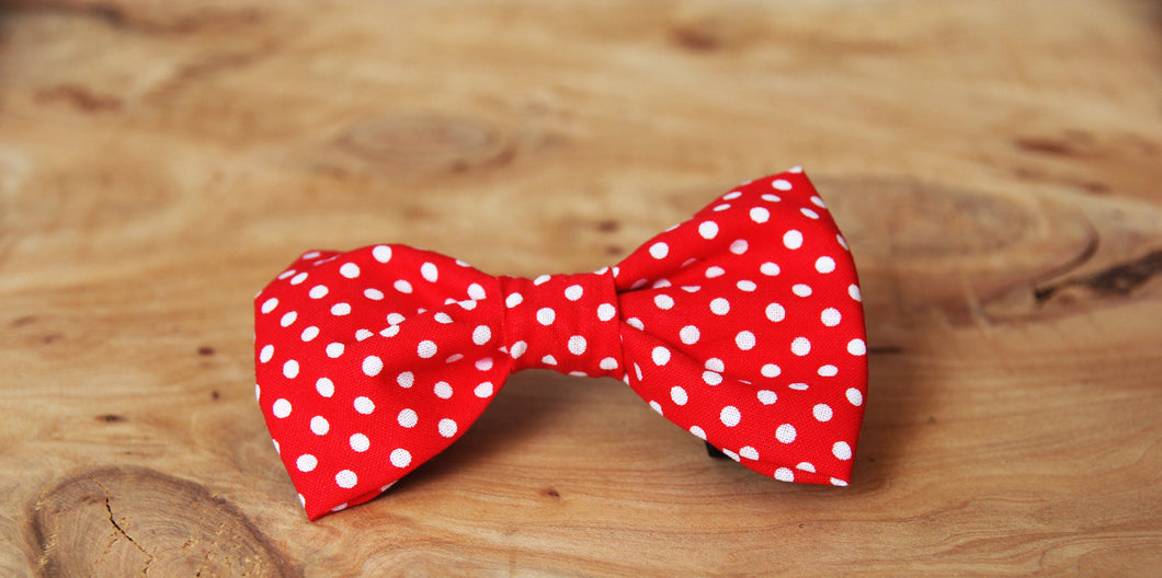 Red Spots Bow Tie