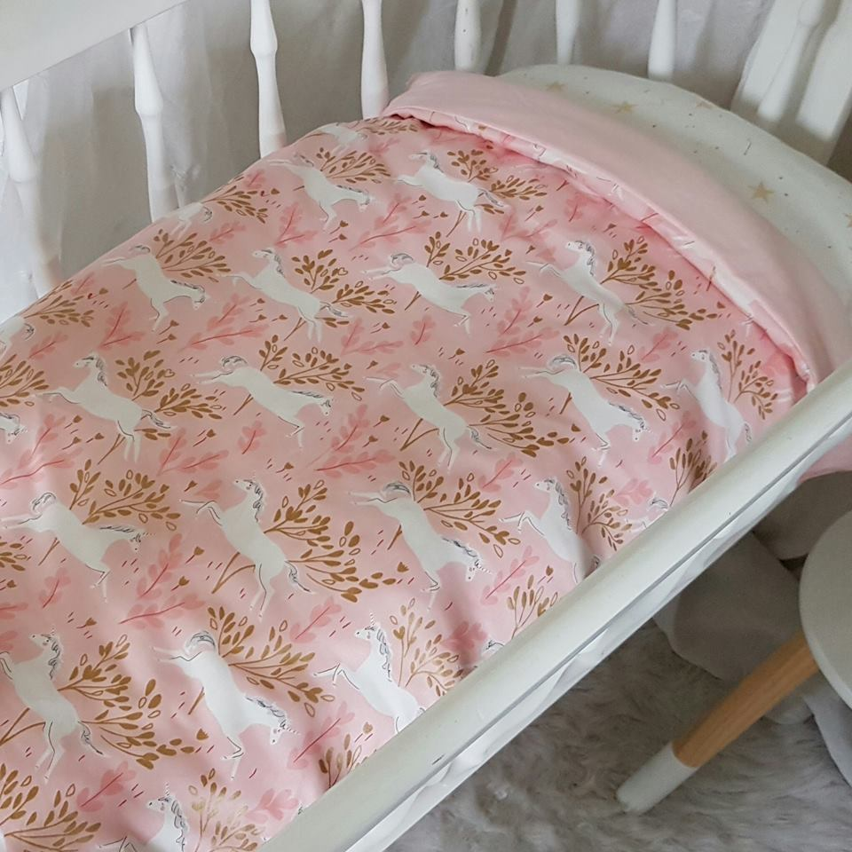 Bassinet Quilt - Unicorns - Blush