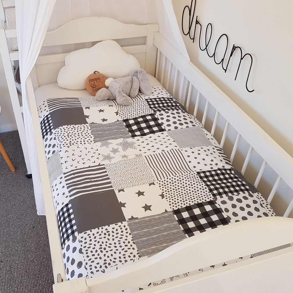 Cot Quilt - Patchwork - Grey