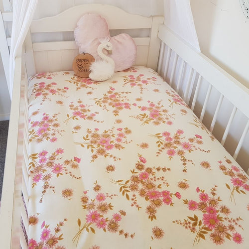 Vintage Fitted Cot Sheet - Daisies