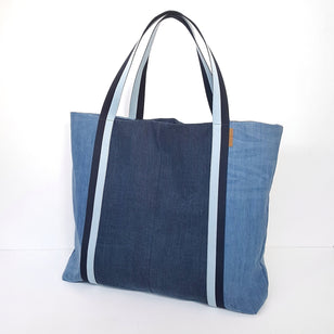 BEACH BAG aus Denim___Color---Patchwork Blau___Material---Recyceltes Denim___Size---Onesize