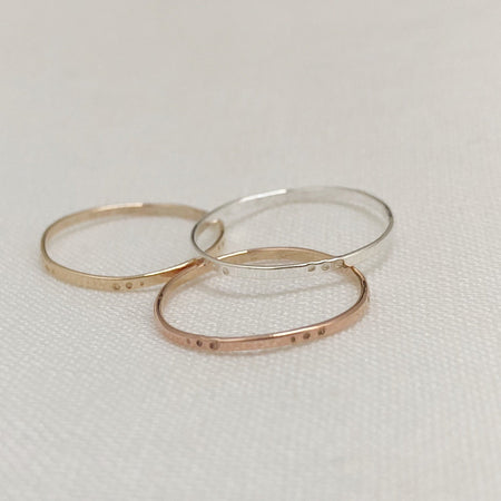 DOT BAND - Ring aus recyceltem Gold