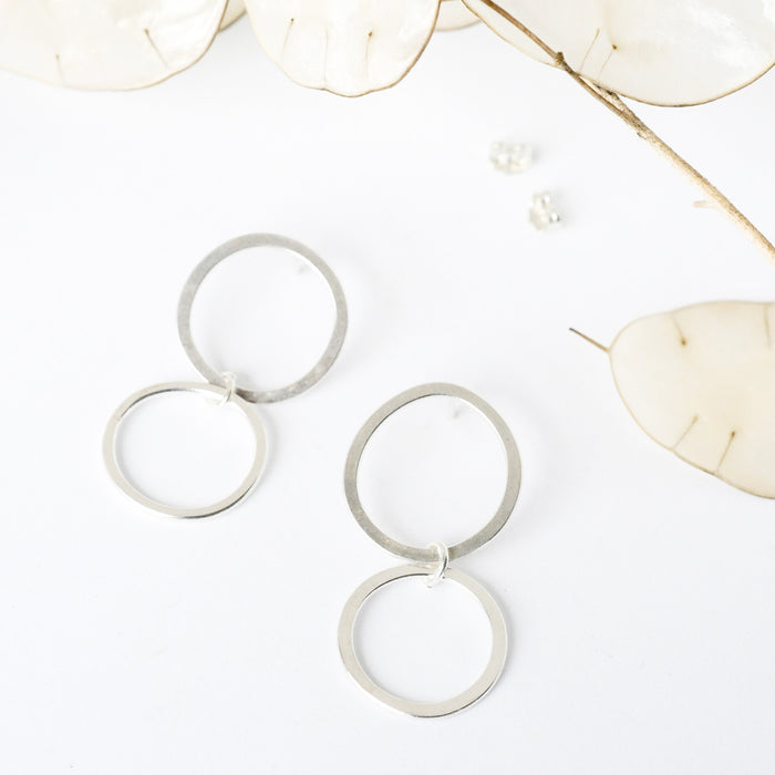 DOUBLE CIRCLE DROP STUDS - Ohrringe aus recyceltem Silber
