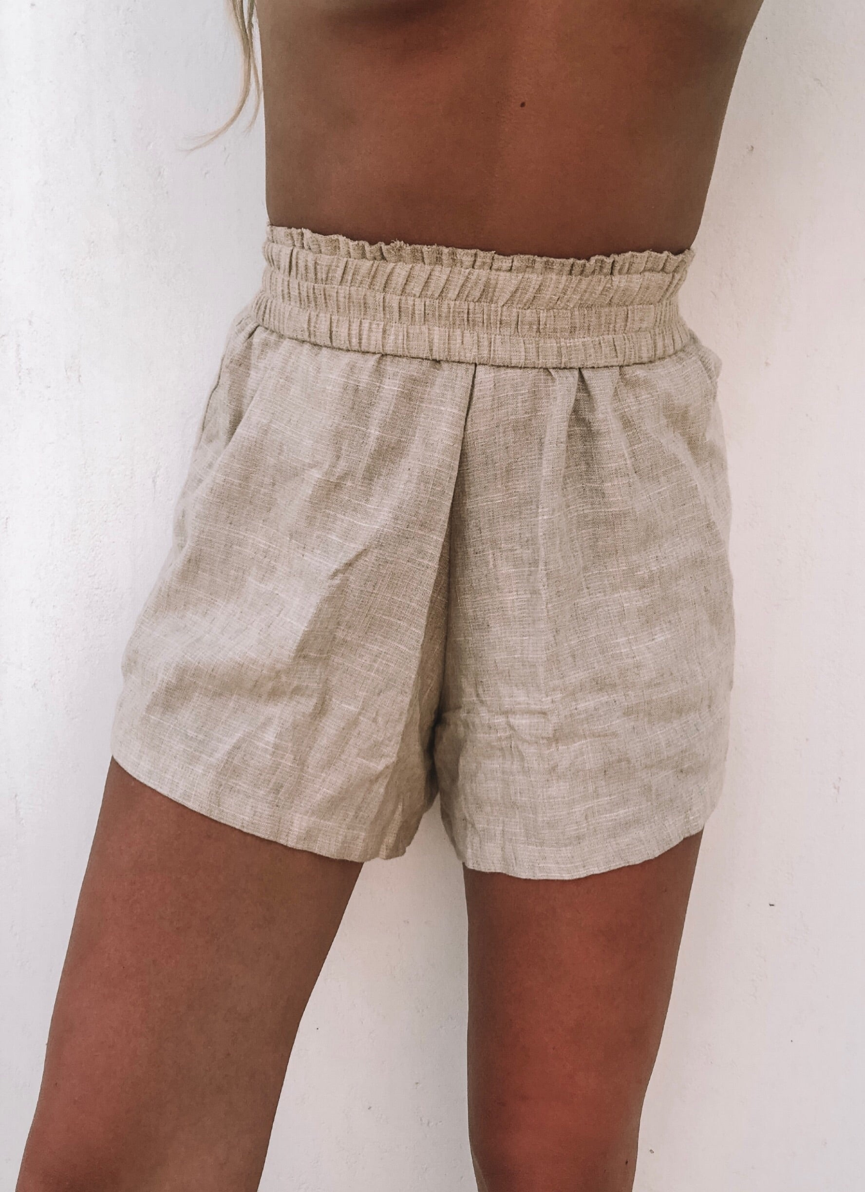 The Boyfriend Shorts in Natural