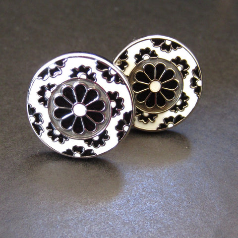 "Black & White Cuff Link ""Triple Flower"""