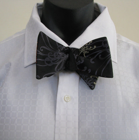 Black Spider bow tie