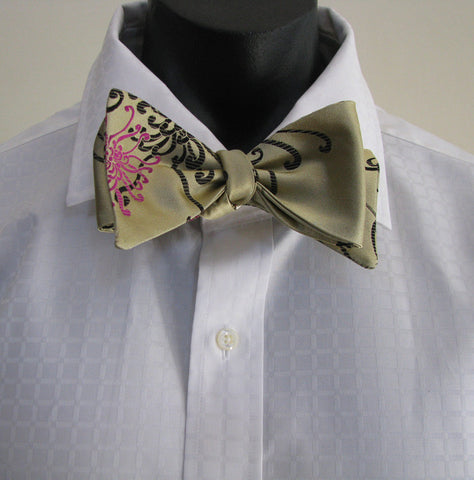 Gold spider chrysanthemum bow tie