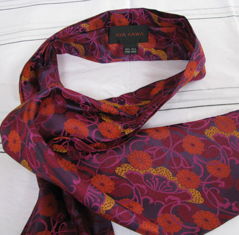 Purple vase cravat