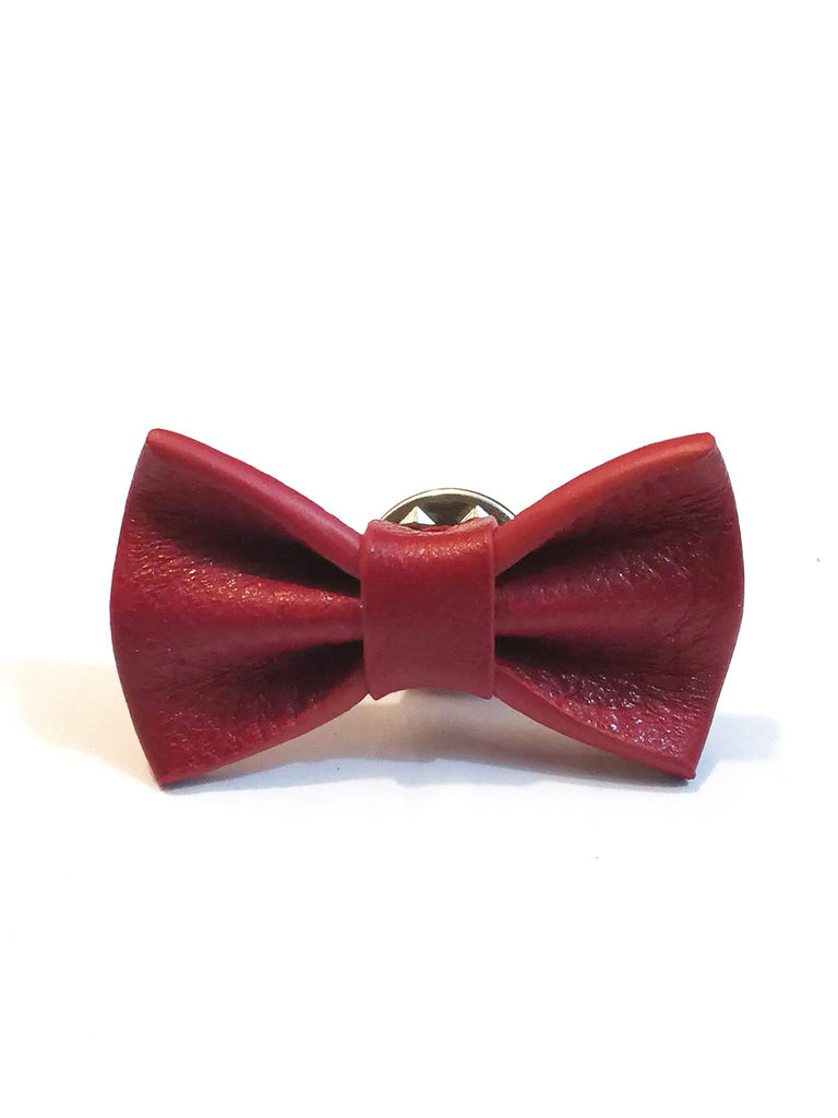 pin's noeud papillon en cuir rouge