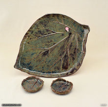 Load image into Gallery viewer, Handmade dinnerware, Rhubarb leaves plate set, with a pink snail