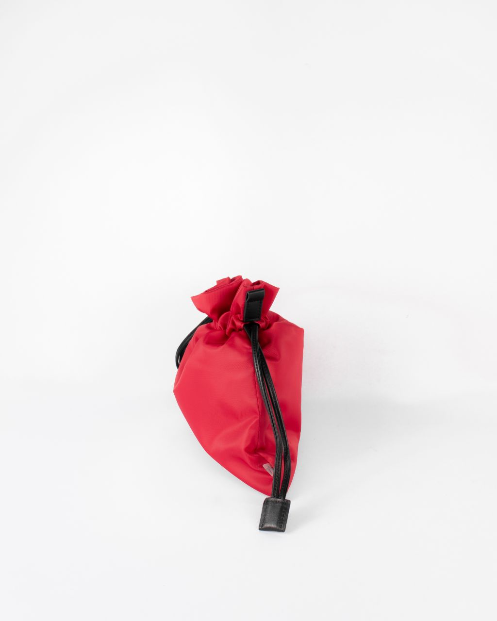 beans bag in red water repellent nylon and leather strap silde