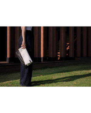 TAT_normcore_14583_twotone clutch look on model