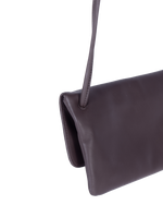 TAT_flap_crossbody_145633_brown-shoulder strap close up