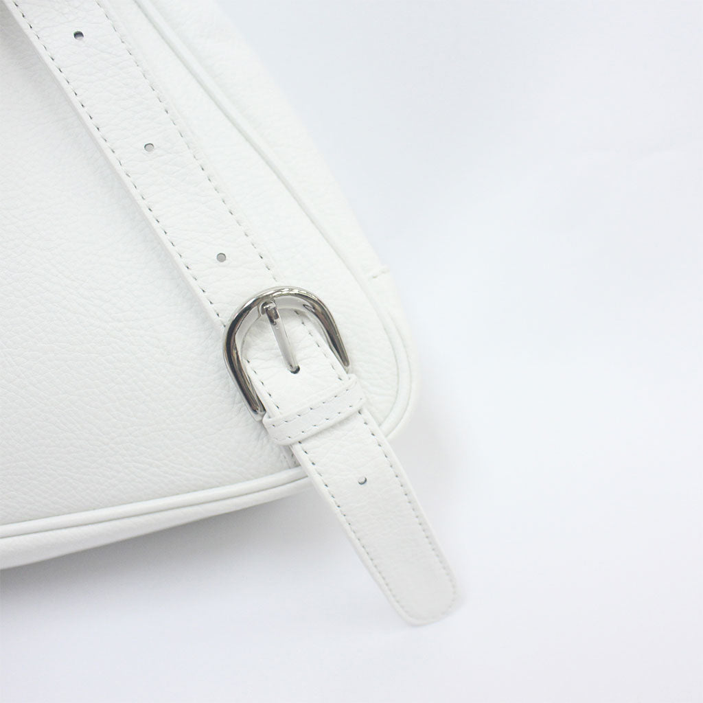 TAT_whysoserious_backpack_14596_white-shoulder belt buckle close up